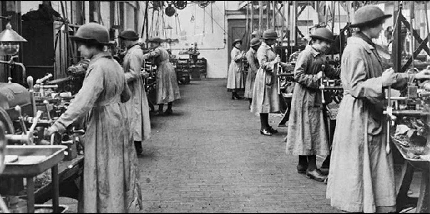 Image of women working in a munitions factory during World War 1