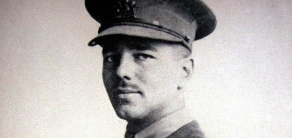 Black and white photographic portrait of a World War 1 officer